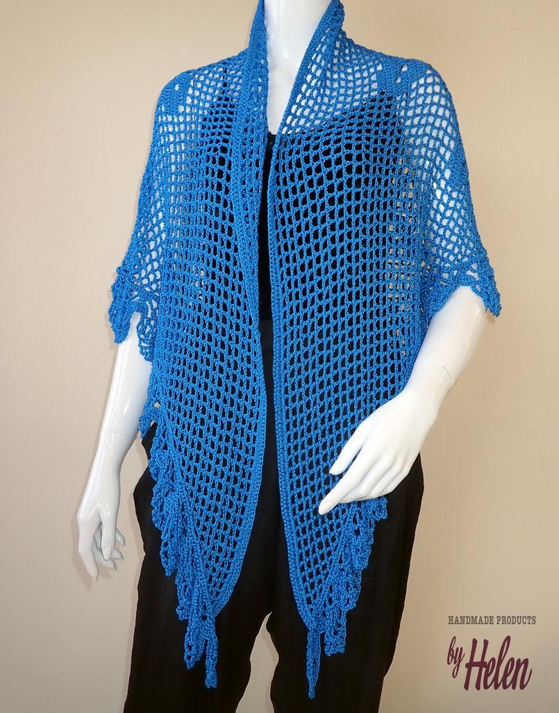 1acaf1f51755 Χειροποίητη πλεκτή τρίγωνη εσάρπα σε μπλε με πλέξη κοχύλι στην πλάτη  Handmade knitted triangle stole with a sea shell pattern on the back